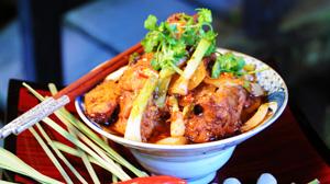 Kurczak z trawą cytrynową i chili