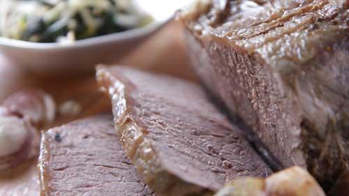 Wołowina z woka z liśćmi la lot