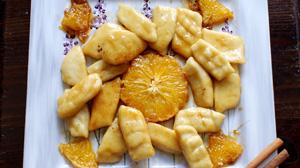Leniwe kluski z karmelizowanymi pomarańczami